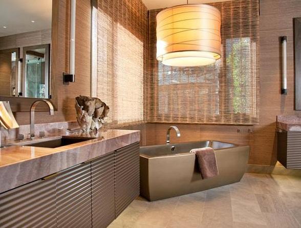 Дизайн ванної кімнати з вікном в котеджі