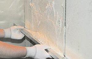 Вирівнювання стін кімнати штукатуркою