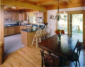 Кухня в дерев'яному будинку — втілюємо мрії в реальність