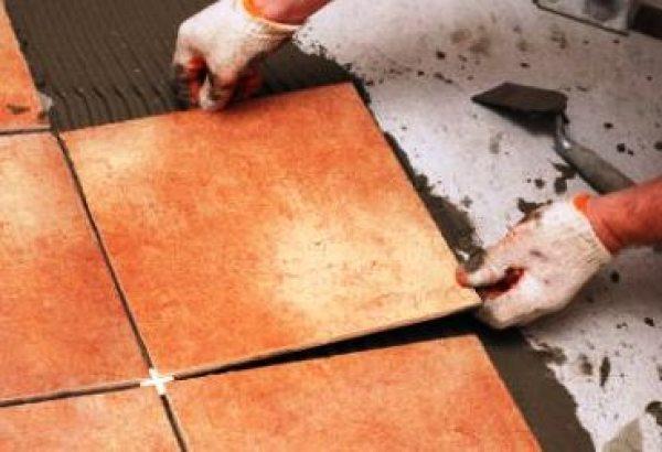 Як надійно укласти плитку: сучасні технології