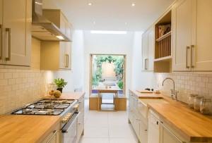 Вузькі кухні – хитрощі дизайну