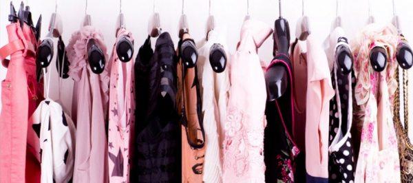 Вішалки для одягу в дитячій кімнаті: раціонально використовуємо простір