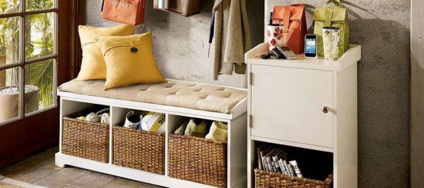 Банкетки з полицями для взуття й телефону в передпокій – зручне сидіння і система зберігання