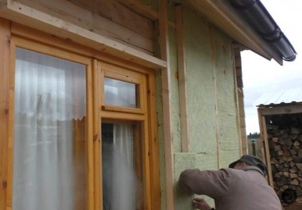 Утеплення стін дерев'яного будинку зовні