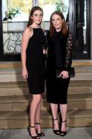 Фото дня: Інтернет вражений схожістю Джуліанни Мур і її дочки