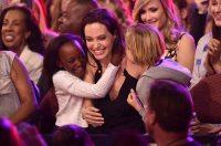 У скандал між Джолі і Піттом втрутилася мама дитини
