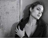 Анджеліна Джолі стала обличчям великого косметичного бренду